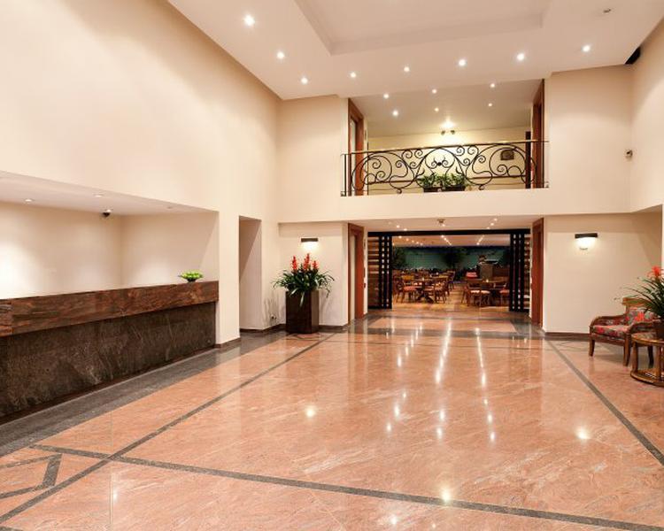 LOBBY Hotel ESTELAR Suites Jones Bogotá